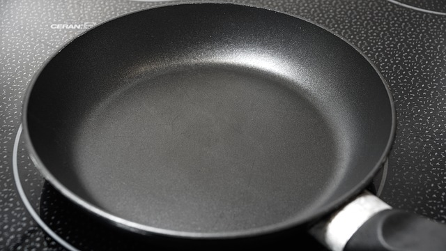 NON-STICK COOKWARE! Dangerous and toxic!